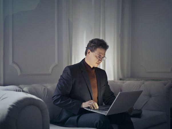 άνδρας laptop