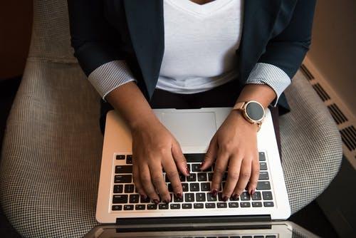 χέρια laptop