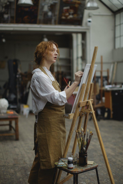Γυναίκα ζωγράφος